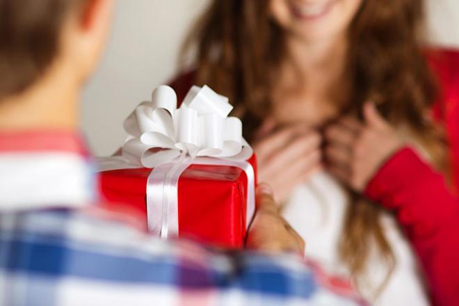 Что подарить девушке, жене, сотруднице?