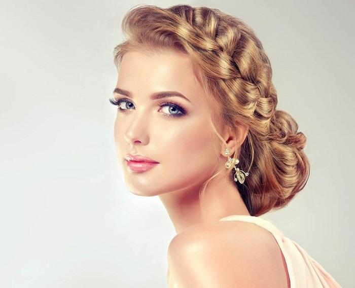 Вечерние причёски: простые и незамысловатые плетения