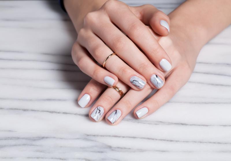 Маникюр на средние ногти — модные тренды 2017