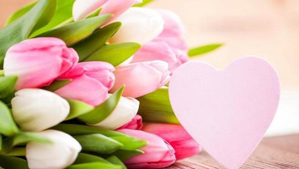 цветы весенний подарок женщине